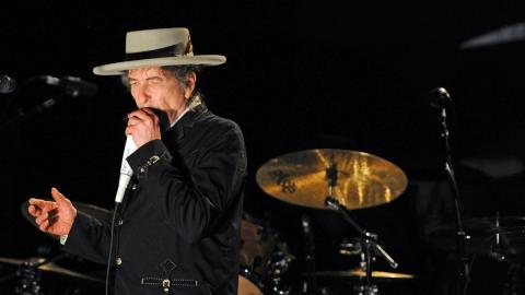 Bob Dylan finally picks up his Nobel literature prize