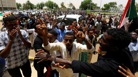Protesters to sign transition deal with army — Sudan unrest