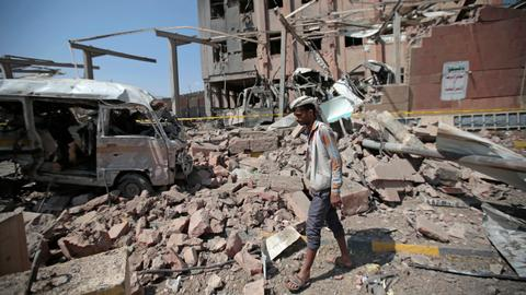 Yemen blames UAE for strikes that killed 30 troops as Aden fight continues