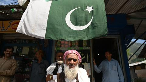 Thousands of Pakistanis heed Imran Khan's call for #KashmirHour protests