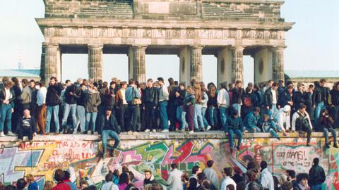Why the gap between former East and West Germany is growing