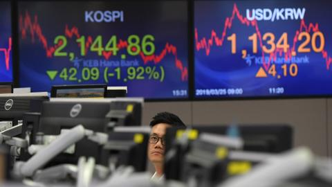 Asia stocks dented by trade war, Brexit showdown paralyses pound