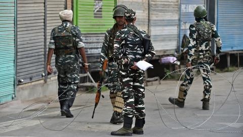 India muzzling Kashmir media in harsh lockdown – report