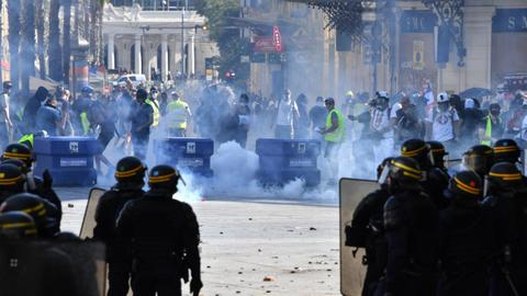 Clashes as 'yellow vest' protesters revive protests across France