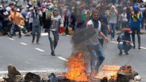 Venezuela protests continue as Maduro seeks help in Cuba