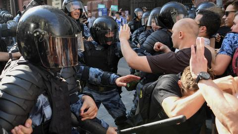 Kremlin suffers losses in Moscow city vote after protests