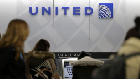 United Airlines issues apology over passenger treatment