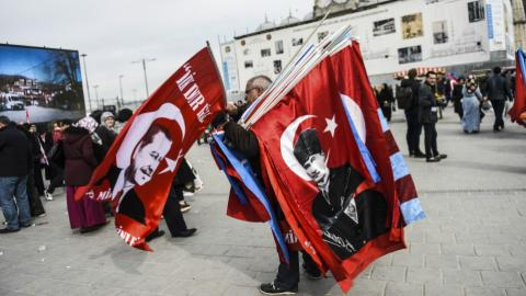 Spring arrives in Istanbul with referendum posters and billboards
