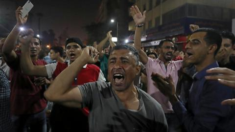 Demonstrators clash with Egyptian security forces in anti-Sisi protests