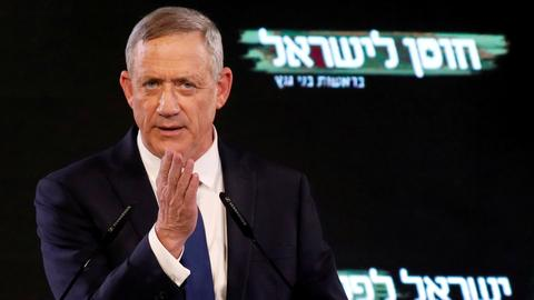 Israeli Arab parties back Gantz for PM in break with precedent