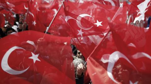 Turkish citizens rally on eve of historic referendum