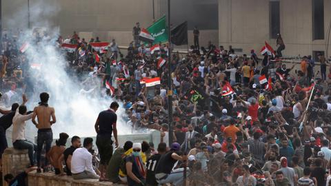 Two dead, more than 200 wounded in clashes at Iraq protests