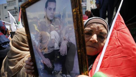 Hundreds of Palestinians in Israeli prisons go on hunger strike