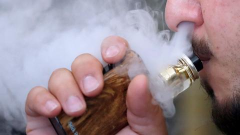 US vaping-related deaths rise to 18, illnesses surpass 1,000 - CDC