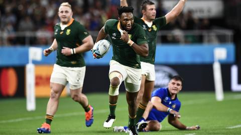 Springboks turn on the power against 14-man Italy to top Pool B