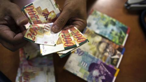 Palestinians to resume taking Israeli collected tax money