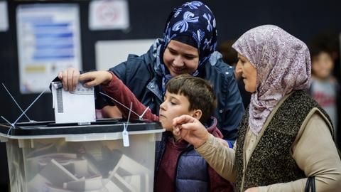 Opposition parties lead polls in Kosovo's snap elections for new parliament