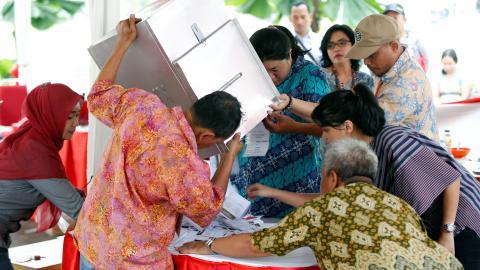 Muslim candidate leads polls in Jakarta gubernatorial elections