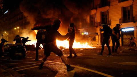 Violent clashes erupt in Barcelona as half a million separatists rally
