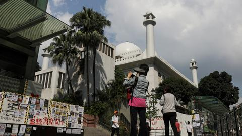 Hong Kong leaders apologise to mosque for water cannon hit