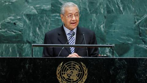 Malaysia PM stands by Kashmir comments as India calls for palm oil boycott