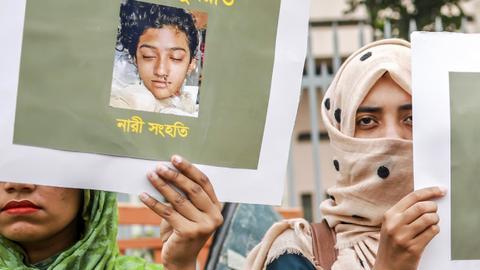 Bangladesh court sentences 16 to death for burning girl alive