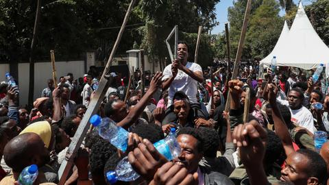 Anti-government protests leave 67 dead in Ethiopia - police