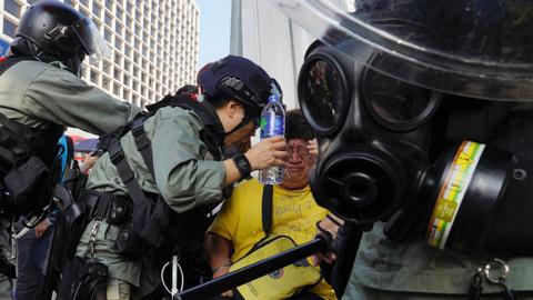 Hong Kong protesters criticise police conduct, draw tear gas