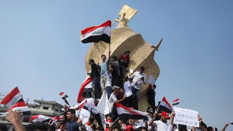 Iraq declares Baghdad curfew as protests persist
