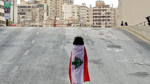 Lebanese army urges protesters to open roads after PM resignation