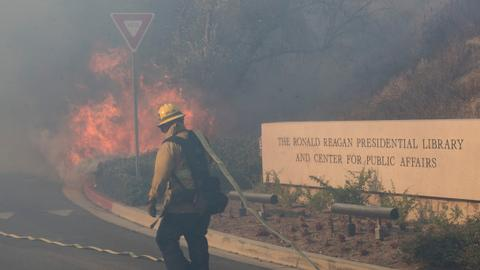 Fires spare Reagan library but menace homes near Los Angeles