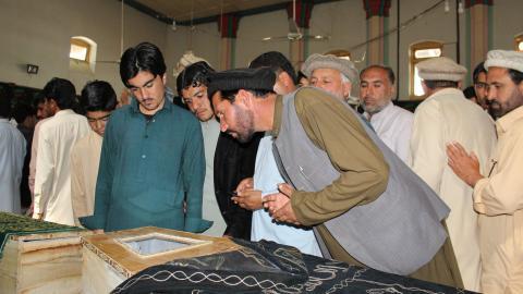 At least 14 killed in minibus blast in Pakistan