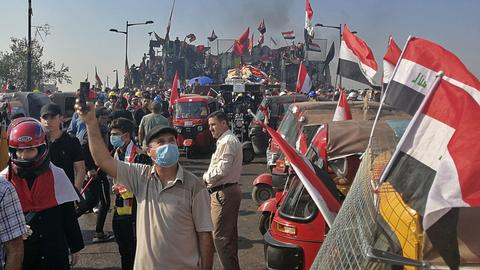 Iraqi security forces kill one, wound 200 protesters
