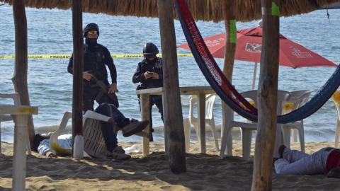 Acapulco draws tourists despite rise in cartel violence