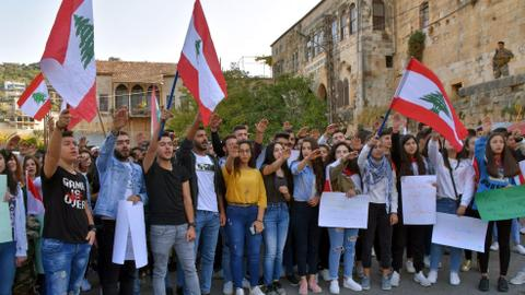 Lebanese student protest continues outside Beirut ministry