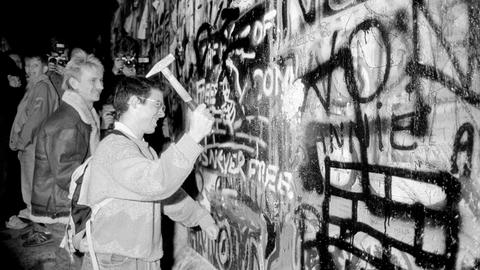 Divisions rife as Germany marks 30 years since Berlin Wall fall