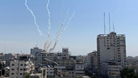 Barrage of rockets fired from Gaza disrupts ceasefire