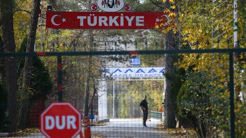 Turkey to deport Daesh suspect stuck at Greek border to US