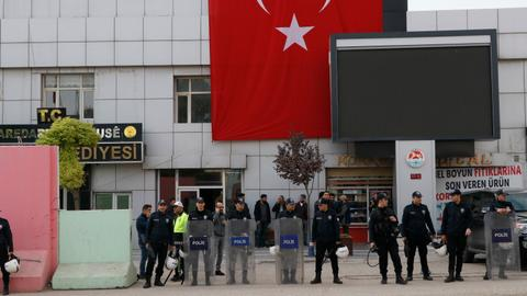 Turkey arrests four mayors over alleged terror links