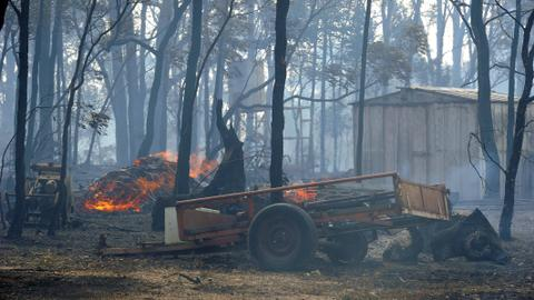 New front opens in Australian bushfires as thousands endure power cuts