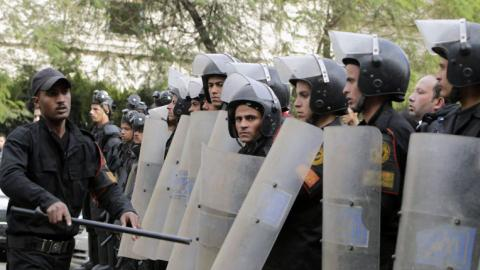 Murder sparks riot against police brutality in Cairo