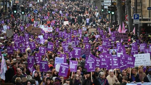Paris protesters march against deadly domestic violence