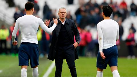 Football-Mourinho makes fine start with Spurs, Liverpool and City win
