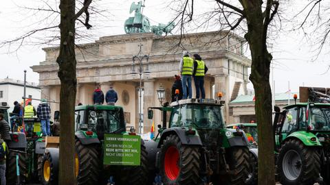 Mass tractor protest over environment policies hits Germany