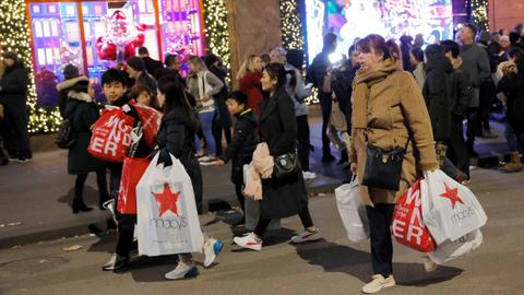 Black Friday shoppers get early start in US
