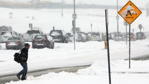 Snowstorm in central US snarls Thanksgiving travel plans