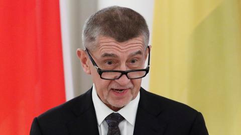 Top Czech prosecutor reopens PM's subsidy fraud case
