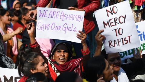 Indian rape victim set ablaze on way to court