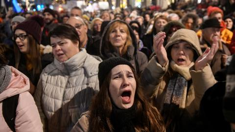 Hungary plan to control theatres sparks protests