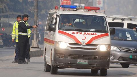Fourteen killed in van crash in southwest Pakistan
